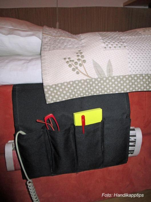 Hållare vid säng med kudde 11x15.med text