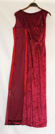 Röd klänning med kardborrband