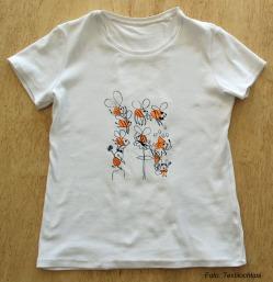 T-shirt med tryck. med text