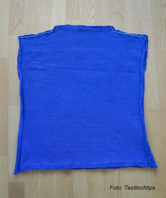 Blå tröja med text.1