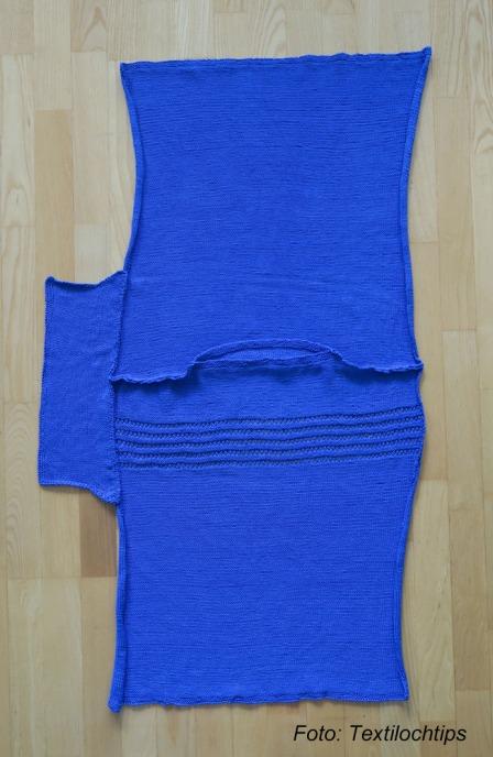 Blå tröja med text 3