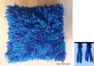Blå kudde med garntofsar
